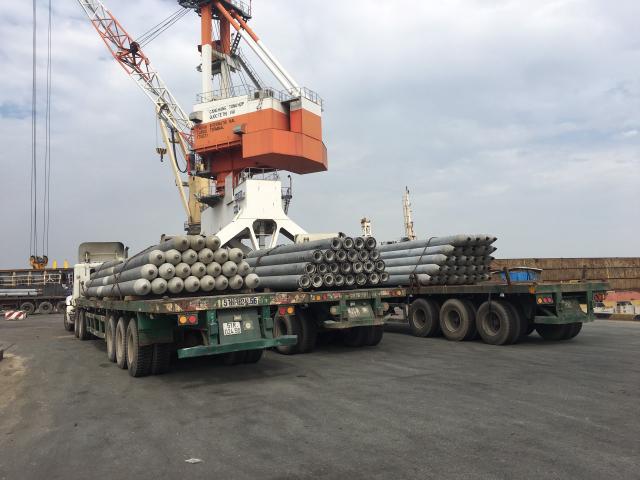 Hình ảnh Lô hàng PHC được đưa đi xuất khẩu sang nước ngoài